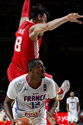 06.09.2014, Palacio de Deportes, Madrid, ESP, FIBA WM, Frankreich vs Kroatien, im Bild France´s Diaw (D) and Croatia´s Saric // during FIBA Basketball World Cup Spain 2014 match between France and Croatia at the Palacio de Deportes in Madrid, Spain on 2014/09/06. EXPA Pictures © 2014, PhotoCredit: EXPA/ Alterphotos/ Victor Blanco<br /> <br /> *****ATTENTION - OUT of ESP, SUI*****