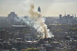 © Licensed to London News Pictures. 29/09/2018. London, UK.  A large plume of smoke is visible from a fire in Southwark. No further details currently available. Photo credit Guilhem Baker/LNP