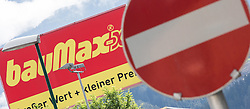 THEMENBILD - BauMaxx Kette, im Bild das Logo der insolventen BauMaxx - Kette, aufgenommen am 20.09.2015 in Neu-Rum, Österreich // the logo of the insolvent group BauMaxx in Neu-Rum, Austria on 2015/09/20. EXPA Pictures © 2015, PhotoCredit: EXPA/ Jakob Gruber