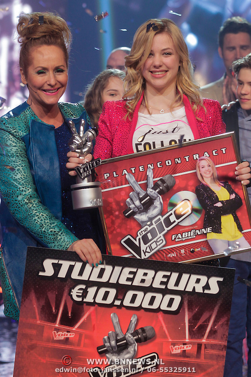 NLD/Aalsmeer/20120323 - Finale The Voice Kids 2012, winnares Fabienne Bergmans met coach Angela Groothuizen