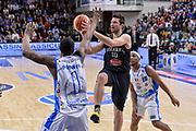 DESCRIZIONE : Beko Legabasket Serie A 2015- 2016 Dinamo Banco di Sardegna Sassari - Pasta Reggia Juve Caserta<br /> GIOCATORE : Daniele Cinciarini<br /> CATEGORIA : Passaggio Penetrazione<br /> SQUADRA : Pasta Reggia Juve Caserta<br /> EVENTO : Beko Legabasket Serie A 2015-2016<br /> GARA : Dinamo Banco di Sardegna Sassari - Pasta Reggia Juve Caserta<br /> DATA : 03/04/2016<br /> SPORT : Pallacanestro <br /> AUTORE : Agenzia Ciamillo-Castoria/L.Canu