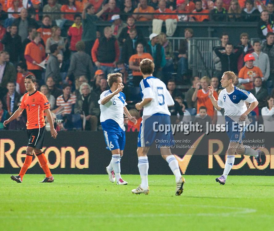Mikael Forssell tuulettaa maalia. Hollanti - Suomi. Rotterdam 7.9.2010. Photo: Jussi Eskola