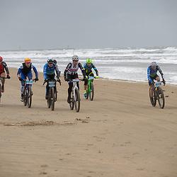 09-12-2018: Wielrennen: EK beachrace: Scheveningen <br />Masters wedstrijd met Erik Dekker