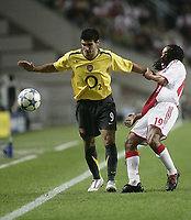 Urby Emanuelson and Reyes.<br />Photo: Barry Bland.<br />Ajax v Arsenal. UEFA Champions League.<br />27/09/2005.