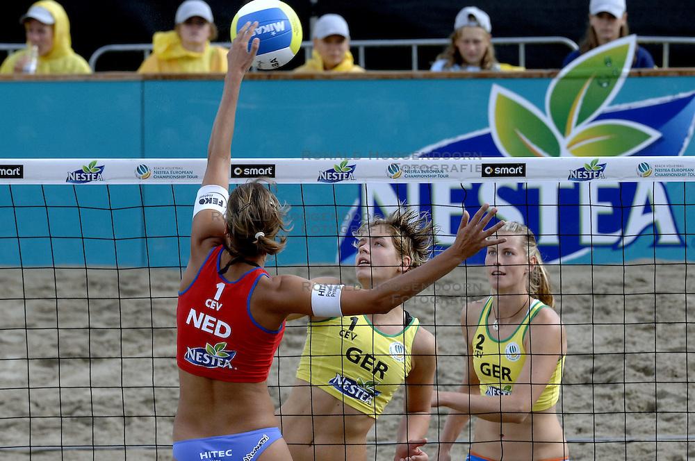 27-08-2006: VOLLEYBAL: NESTEA EUROPEAN CHAMPIONSHIP BEACHVOLLEYBALL: SCHEVENINGEN<br /> Sara Goller (GER)<br /> ©2006-WWW.FOTOHOOGENDOORN.NL