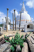 Sri Lanka - Stupa à Anuradhapura - Thuparama Dagoba<br /> Thuparama Dagoba - Stupa in Anuradhapura - Sri Lanka
