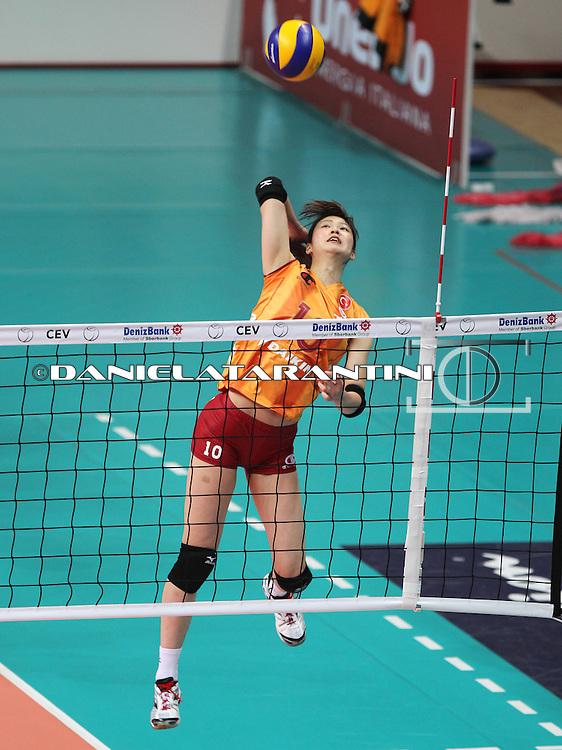 Saori Kimura in attacco (Unendo Yamamay Busto Arsizio - Galatasaray Daikin Istanbul)