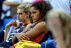 01-10-2014 ITA: World Championship Volleyball Servie - Nederland, Verona<br /> Een teleurgestelde Celeste Plak na de 3-0 nederlaag tegen Servie. Op de achtergrond Manon Flier in de derde set mocht invallen.