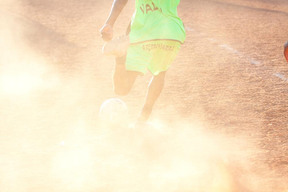 Belo Horizonte_MG, Brasil...1a Copa Kaiser de Futebol Amador de Belo Horizonte.Jogadores do Ferroviaria (Verde) 1 x 0 Felicidade (Vermelho). O jogo foi realizado no campo do Mineirinho no bairro Conj. Granja de Freitas...The first  Kaiser Cup in Belo Horizonte. In this photo, the team Ferrovia 1 x 0 Felicidade. The match was realized in Mineirinho soccer field, Conj. Granja de Freitas neighborhood...Foto: NIDIN SANCHES / NITRO