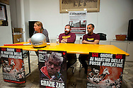 Roma 24 Marzo 2012.Conferenza stampa ai Magazzini popolari e corteo antifascista a Casalbertone dopo l'aggressione  di ieri da parte di militanti di Casa Pound..La conferenza stampa ai Magazzini Popolari. Sul tavolo una mazza ed un casco persi dai militanti di casa Pound al centro uno dei  due ragazzi aggrediti