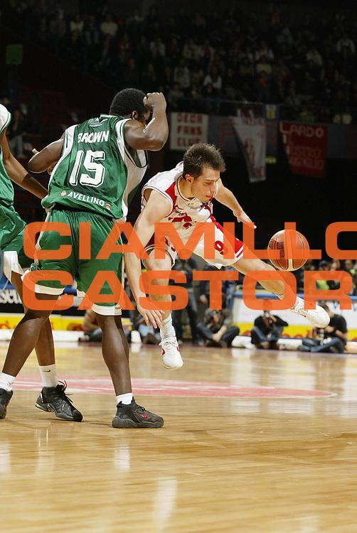 DESCRIZIONE : Milano Lega A1 2005-06 Armani Jeans Olimpia Milano Air Avellino<br /> GIOCATORE : Bulleri<br /> SQUADRA : Armani Jeans Olimpia Milano<br /> EVENTO : Campionato Lega A1 2005-2006 <br /> GARA : Armani Jeans Olimpia Milano Air Avellino<br /> DATA : 12/03/2006 <br /> CATEGORIA : Curiosita <br /> SPORT : Pallacanestro <br /> AUTORE : Agenzia Ciamillo-Castoria/G.Cottini <br /> Galleria : Lega Basket A1 2005-2006<br /> Fotonotizia : Milano Campionato Italiano Lega A1 2005-2006 Armani Jeans Olimpia Milano Air Avellino<br /> Predefinita :