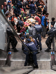14.09.2015, Hauptbahnhof Salzburg, AUT, Fluechtlinge am Hauptbahnhof Salzburg auf ihrer Reise nach Deutschland, im Bild Flüchtlinge // Migrants. Thousands of refugees fleeing violence and persecution in their own countries continue to make their way toward the EU, Main Train Station, Salzburg, Austria on 2015/09/14. EXPA Pictures © 2015, PhotoCredit: EXPA/ JFK