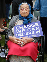 Myrtle Strong Enemy, 101 years old, waits for US Democratic presidential candidate and US Senator Barack Obama, (D-IL), to speak in Crow Agency, Montana May 19, 2008. Strong Enemy is the oldest woman in the Crow Nation.  REUTERS/Rick Wilking (UNITED STATES) US PRESIDENTIAL ELECTION CAMPAIGN 2008 (USA)