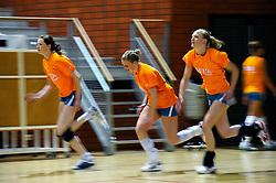10-05-2011 VOLLEYBAL: TRAINING ORANJE VOLLEYBALVROUWEN: ALMERE<br /> De volleybalsters bereiden zich in Almere voor op nieuwe seizoen / (L-R) Lonneke Sloetjes, Ester de Vries, Judith Pietersen<br /> ©2011-FotoHoogendoorn.nl