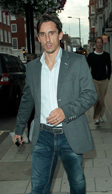 20.JULY.2010. LONDON<br /> <br /> MAN UTD AND ENGLAND FOOTBALLER GARY NEVILLE SEEN WALKING THROUGH MAYFAIR.<br /> <br /> BYLINE: EDBIMAGEARCHIVE.COM<br /> <br /> *THIS IMAGE IS STRICTLY FOR UK NEWSPAPERS AND MAGAZINES ONLY*<br /> *FOR WORLD WIDE SALES AND WEB USE PLEASE CONTACT EDBIMAGEARCHIVE - 0208 954 5968*