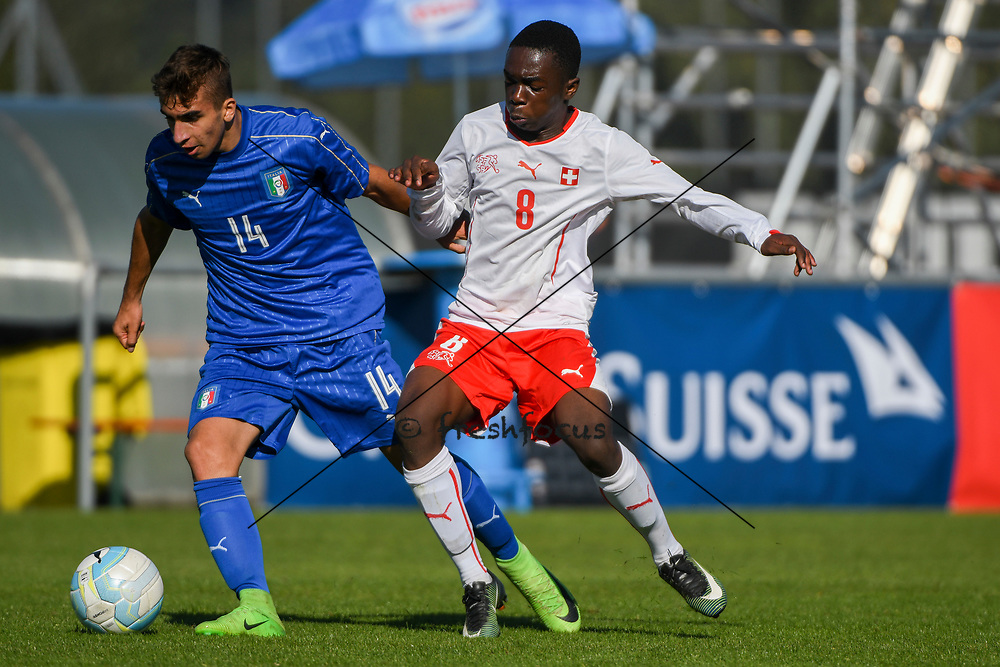 21.09.2017; Niederhasli; FUSSBALL U16 - Schweiz - Italien;<br /> Simone Trimboli (ITA) Samuel Kasongo (SUI) <br /> (Andy Mueller/freshfocus)