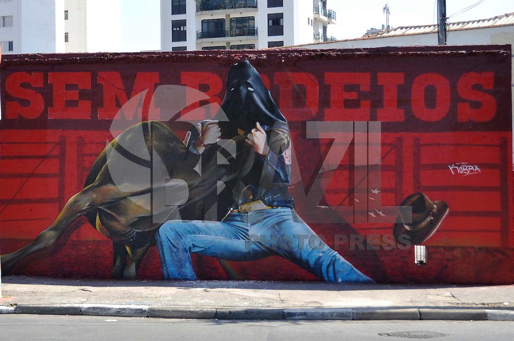SÃO PAULO, SP, 27 DE AGOSTO DE 2011 - MURAL CONTRA RODEIOS -  O artista Eduardo Kobra instalou um painel na Av. Faria Lima como forma de protesto contra rodeios. A obra foi pensada após um bezerro ficar paraplégico durante prova na Festão do Peão de Barretos, no dia 19 de agosto. O animal teve que ser sacrificado, intensificando as manifestações de repúdio a esse tipo de competição. FOTO: LEVI BIANCO - NEWS FREE