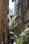 Altstadtgasse, Castello Scaligero, Sirmione, Gardasee, Lombardei, Italien   old town, Castello Scaligero, Sirmione, Lake Garda, Lombardy, Italy