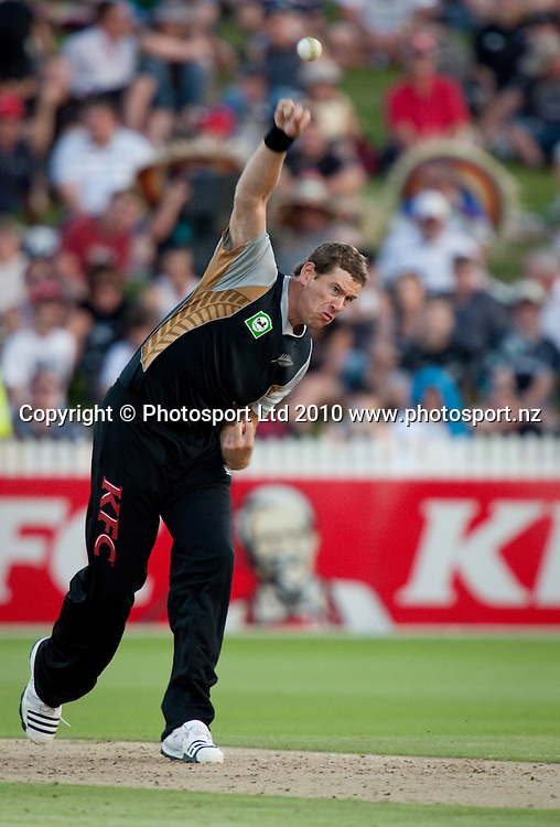 Jacob Oram bowls during the National Bank Twenty20 Series cricket match between Bangladesh and New Zealand Blackcaps won by 10 wickets by the Blackcaps at Seddon Park, Hamilton, New Zealand, Wednesday 03 February 2010. Photo: Stephen Barker/PHOTOSPORT