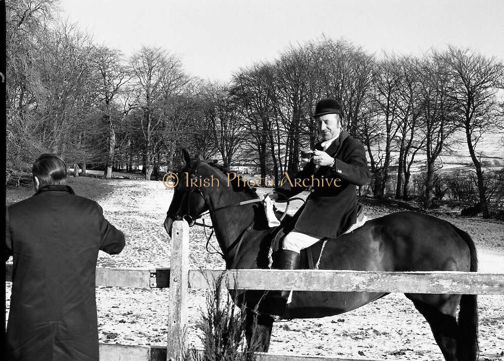 Hunt meets at Brittas, Co Dublin.    (K85)..1977..29.01.1977..01.29.1977..29th January 1977..A new year hunt meet was held today at Brittas,Co Dublin.The hunt started at Brittas Lodge..Picture shows that a hot toddy is ideal for keeping out the cold before the start of the hunt.