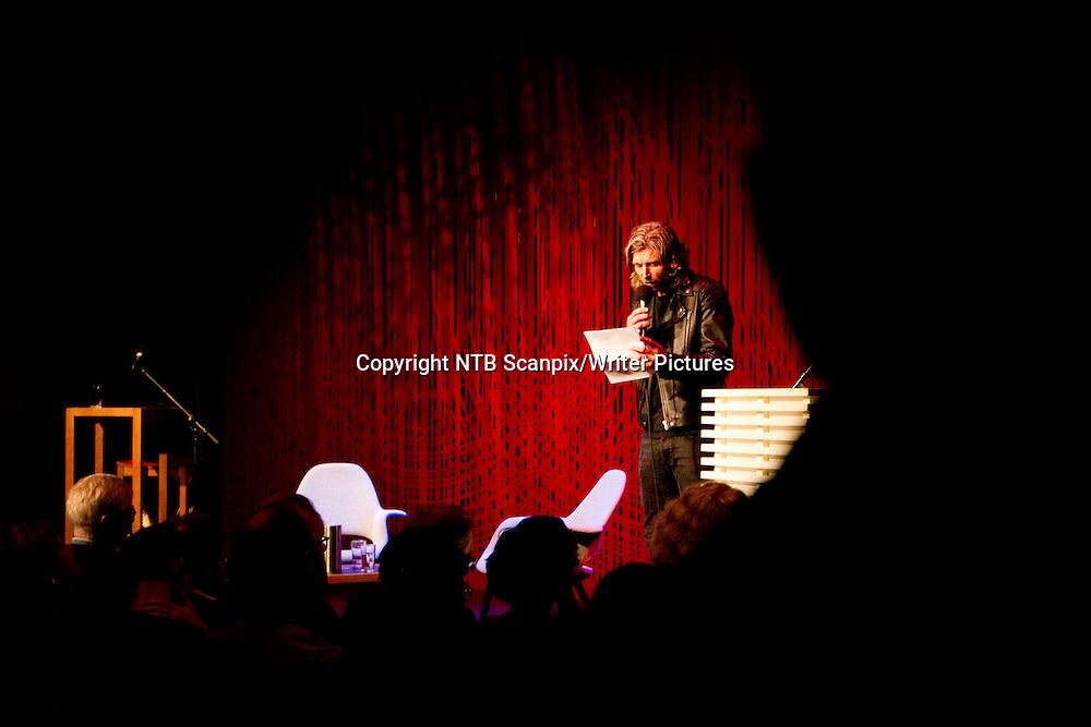 Oslo  20101027.<br /> Forfatteren Karl Ove Knausg&Acirc;rd leser et utdrag fra sin bok  Min kamp 6 under 40-&Acirc;rsfeiringen av Forlaget Oktober p&Acirc; Litteraturhuset i Oslo onsdag kveld.<br /> Foto: H&Acirc;kon Mosvold Larsen / Scanpix<br /> <br /> NTB Scanpix/Writer Pictures<br /> <br /> WORLD RIGHTS, DIRECT SALES ONLY, NO AGENCY
