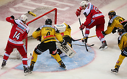 26.10.2016, Albert Schultz Halle, Wien, AUT, EBEL, UPC Vienna Capitals vs EC KAC, 14. Runde, im Bild Tor fuer den KAC, Mark Hurtubise (EC KAC), Philippe Lakos (UPC Vienna Capitals), Jean Philippe Lamoureux (UPC Vienna Capitals), Manuel Ganahl (EC KAC) und Jamie Fraser (UPC Vienna Capitals) // during the Erste Bank Icehockey League 14th Round match between UPC Vienna Capitals and EC KAC at the Albert Schultz Ice Arena, Vienna, Austria on 2016/10/26. EXPA Pictures © 2016, PhotoCredit: EXPA/ Thomas Haumer