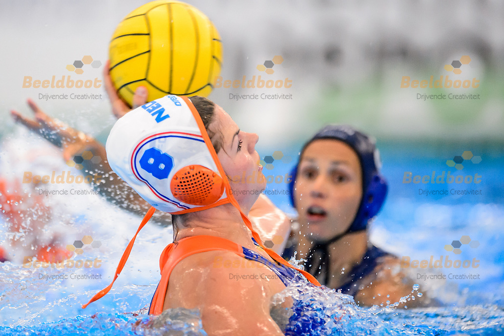 04-07-2018: Waterpolo: Nederland v Hongarije: Rotterdam<br /> <br /> (L-R) Vivian Sevenich of team Netherlands during the waterpolomatch between ladies Netherlands vs Hungary at Zwemcentrum Rotterdam, the Netherlands<br /> <br /> Spido Dutch Waterpolo Trophy 2018<br /> <br /> Foto/Photo: Gertjan Kooij