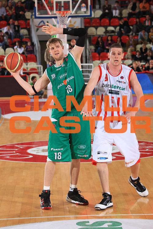 DESCRIZIONE : Teramo Lega A 2009-10 Bancatercas Teramo Benetton Treviso<br /> GIOCATORE : Judson Charles Wallace<br /> SQUADRA : Benetton Treviso<br /> EVENTO : Campionato Lega A 2009-2010 <br /> GARA : Bancatercas Teramo Benetton Treviso<br /> DATA : 08/05/2010<br /> CATEGORIA : passaggio<br /> SPORT : Pallacanestro <br /> AUTORE : Agenzia Ciamillo-Castoria/M.Carelli<br /> Galleria : Lega Basket A 2009-2010 <br /> Fotonotizia : Teramo Lega A 2009-10 Bancatercas Teramo Benetton Treviso<br /> Predefinita :