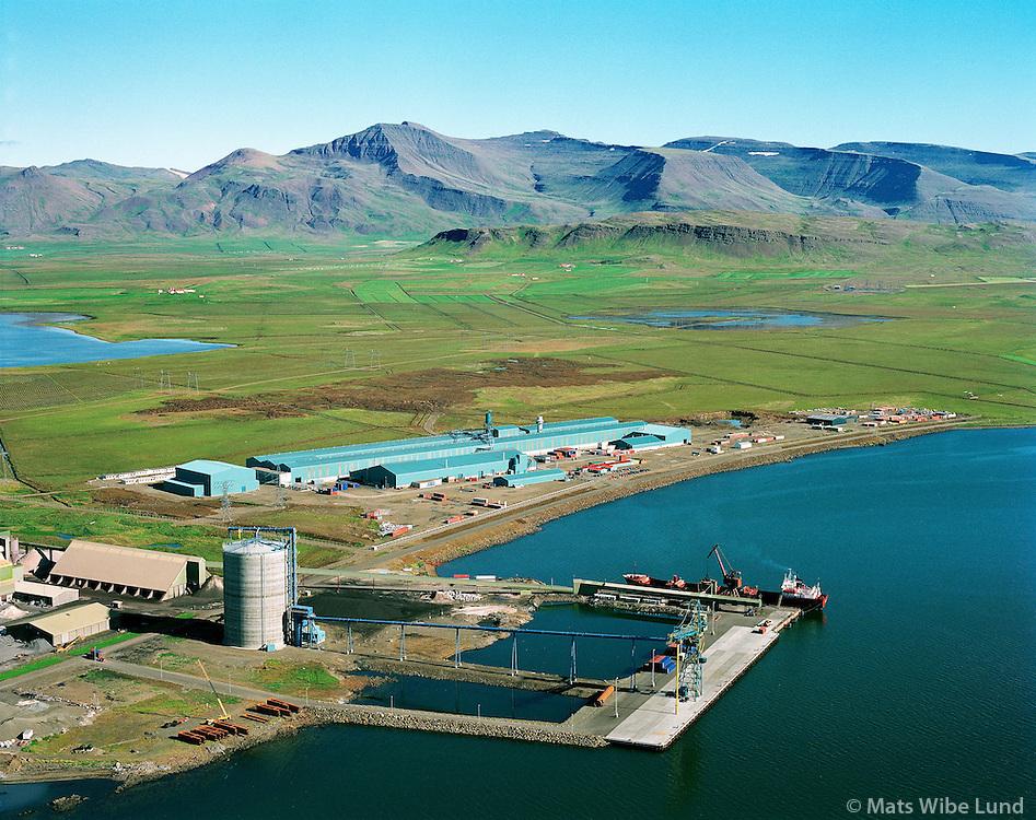 Grundartangi, höfnin og Norðurál  Skarðsheiði i baksýni / Grundartangi harbour and Nordic Aluminium  plant..Mount Skardsheidi in background.