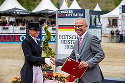 Schneider Dorothee (GER), HOHMANN Dr. Harald (Vize-Präsident FN)<br /> Balve - Longines Optimum 2019<br /> Verleihung zum Reitmeister<br /> 16. Juni 2019<br /> © www.sportfotos-lafrentz.de/Stefan Lafrentz