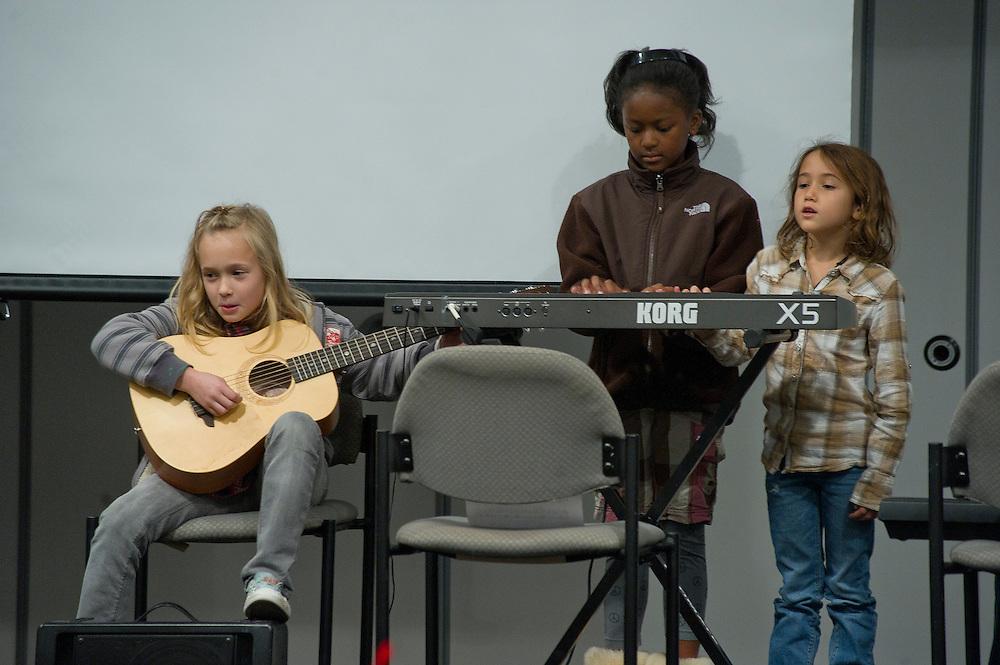 WASHINGTON (2010-2011) -- River School kids during Thanksgiving.  Photo by Johnny Bivera