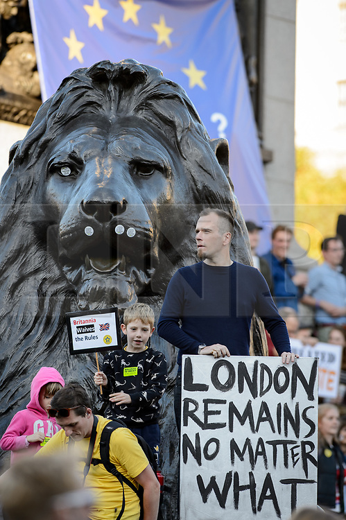 © Licensed to London News Pictures. 20/10/2018. London, UK. Protesters join the People's Vote March in central London to call on government to give the public a vote on the final Brexit deal. Photo credit: Andre Camara/LNP