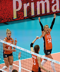 03-10-2015 NED: Volleyball European Championship Semi Final Nederland - Turkije, Rotterdam<br /> Nederland verslaat Turkije in de halve finale met ruime cijfers 3-0 / Maret Balkestein-Grothues #6, Laura Dijkema #14