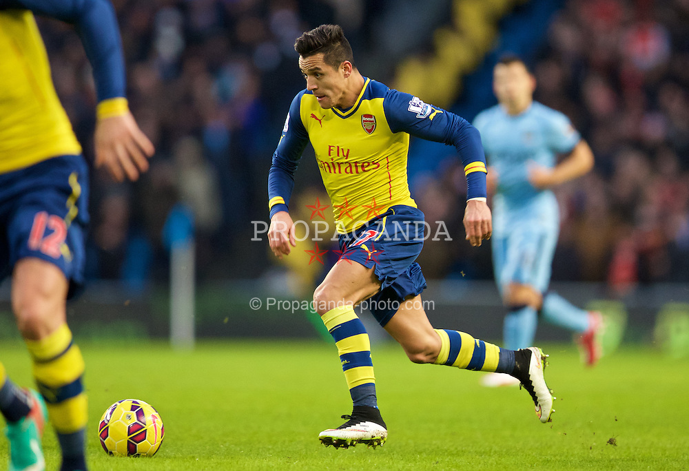 MANCHESTER, ENGLAND - Sunday, January 18, 2015: Arsenal's Alexis Sanchez in action against Manchester City during the Premier League match at the City of Manchester Stadium. (Pic by David Rawcliffe/Propaganda)