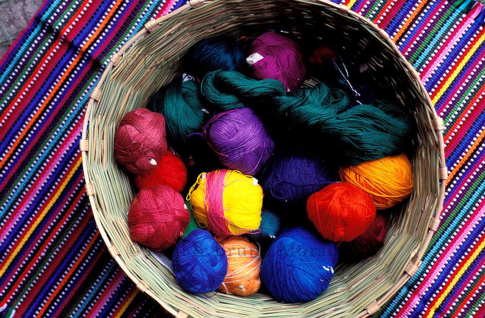 Guatemala -San Antonio Agua Calientes (Antigua) - Tissage de textiles