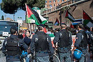 Roma 25 Aprile 2014<br /> Tensioni fra comunità Ebraica di Roma  e attivisti pro Palestina al corteo per la Liberazione dal Nazifascismo dell'Anpi.  <br /> Rome April 25, 2014 <br /> Tensions between the Jewish community of Rome and pro-Palestinian activists during the  march for the Liberation of Nazi-fascism by the National Association of Italian Partisans.