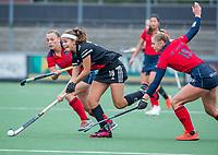 AMSTELVEEN  - Noor de Baat (Adam) met Lisanne de Lange (Laren) en Mila Muyselaar (Laren)  tijdens de hoofdklasse competitiewedstrijd hockey dames , Amsterdam-Laren (3-0)  , COPYRIGHT KOEN SUYK