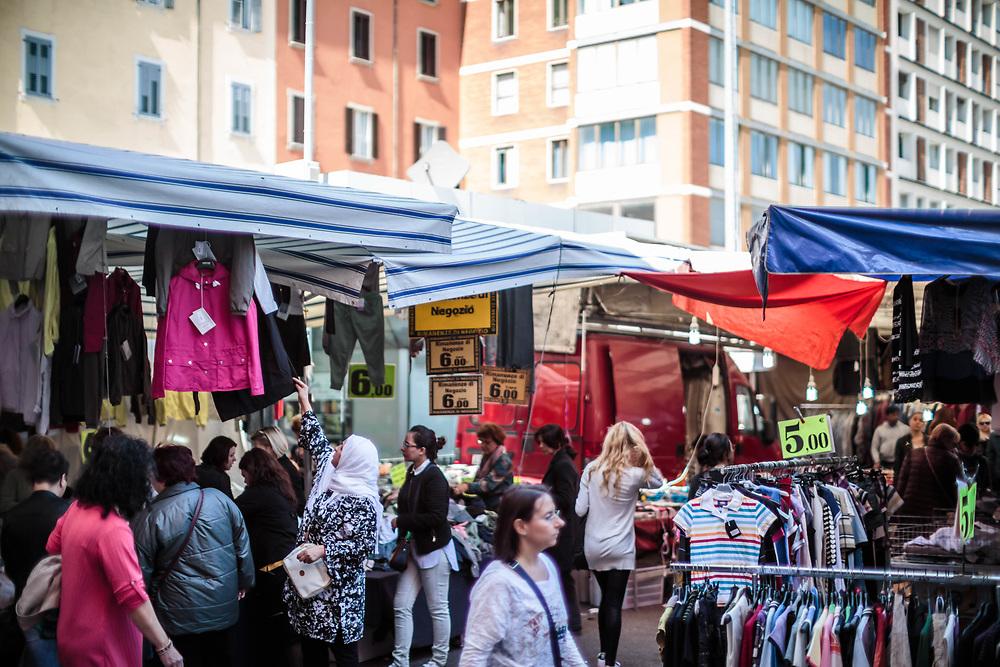 31 MAR 2017 - Bologna - Mercato in piazza dell'Otto Agosto.