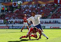 Fotball<br /> Euro 2004<br /> Portugal<br /> 14. juni 2004<br /> Foto: Dppi/Digitalsport<br /> NORWAY ONLY<br /> Italia v Danmark<br /> GIANLUCA ZAMBROTTA (ITA) / DENNIS ROMMEDAHL (DEN)