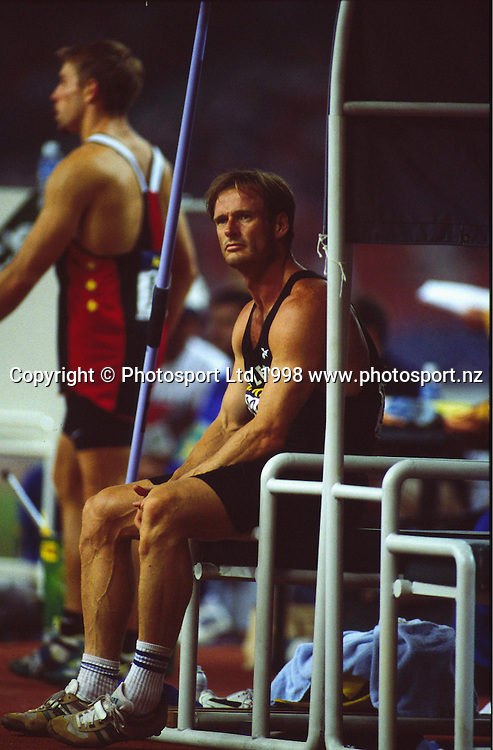 Decathlete Simon Poelman competing at the Commonwealth games in Kuala Lumpur, 1998. Photo: Scott Barbour/PHOTOSPORT