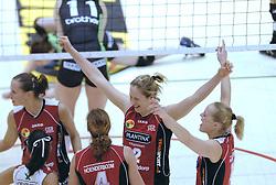 05-03-2006 VOLLEYBAL: FINAL 4 DAMES:  HCC MARTINUS - PLANTINA LONGA: ROTTERDAM<br /> In een mooie finale was Martinus in 4 sets te sterk voor Longa / Elles Leferink, Kitty Sanders, Titia Sustring, Nathalie Reulink en Anja Krause<br /> Copyrights2006-WWW.FOTOHOOGENDOORN.NL