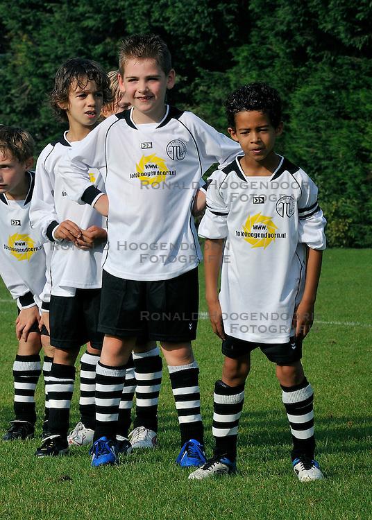 03-09-2011 VOETBAL: MAARSSEN F9 - KAMPONG F10: MAARSSEN<br /> Yannick, Michael<br /> &copy;2011-FotoHoogendoorn.nl