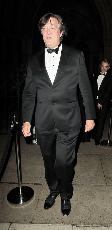 05.SEPTEMBER.2010. LONDON<br /> <br /> STEPHEN FRY ATTENDS A PARTY TO CELEBRATE THE RECIVING OF BRITISH CITIZENSHIP FOR RUSSIAN NEWS PAPER MOGUL ALEXANDER LEBEDEV AT THE ROYAL COURTS OF JUSTICE IN THE STRAND.<br /> <br /> BYLINE: EDBIMAGEARCHIVE.COM<br /> <br /> *THIS IMAGE IS STRICTLY FOR UK NEWSPAPERS AND MAGAZINES ONLY*<br /> *FOR WORLD WIDE SALES AND WEB USE PLEASE CONTACT EDBIMAGEARCHIVE - 0208 954 5968*