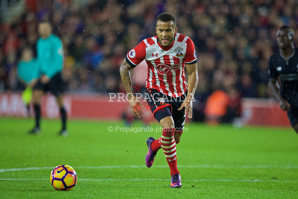 SOUTHAMPTON, ENGLAND - Saturday, November 19, 2016: Southampton's Nathan Redmond in action against Liverpool during the FA Premier League match at St. Mary's Stadium. (Pic by David Rawcliffe/Propaganda)