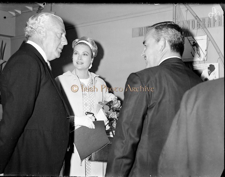 Prince Rainier and Princess Grace visit Ireland. Meeting the Lord Mayor of Dublin, Maurice Dockrell, at a reception in the Mansion House, where they presented £700 to various charities..12.06.1961