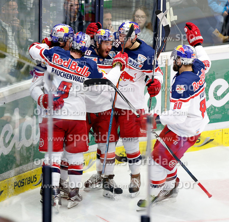 20.03. 2016, Stadthalle, Villach, AUT, EBEL, EC VSV vs EC Red Bull Salzburg, halbfinale, 4. Spiel, im Bild der Jubel von Salzburg // during the Erste Bank Icehockey League 4th semifinal match between EC VSV vs EC Red Bull Salzburg at the City Hall in Villach, Austria on 2016/03/20, EXPA Pictures © 2016, PhotoCredit: EXPA/ Oskar Hoeher