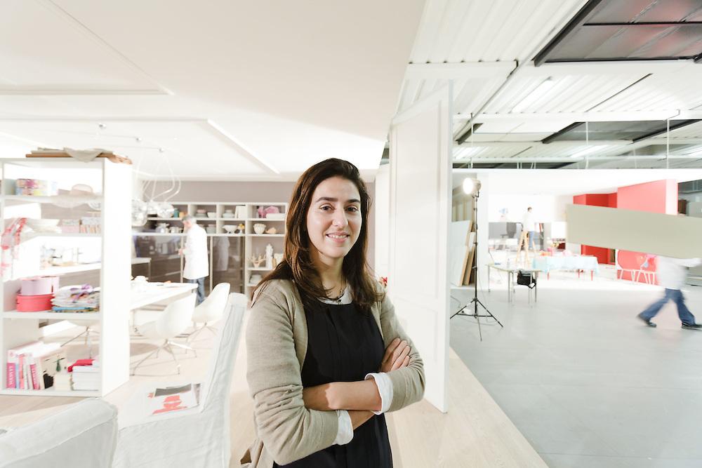 08 NOV 2010 - Biancade di Roncade (TV) - Denise Archiutti, group controller di Veneta Cucine - Nel set fotografico per il catalogo