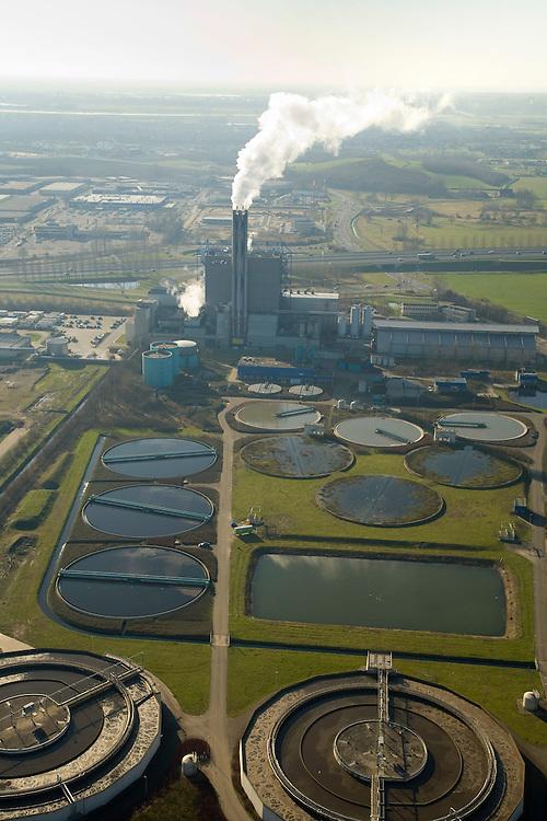 Nederland, Gelderland, Duiven, 11-02-2008; vuilverbrandingsinstallatie AVR AVIRA, vuilverbrandingsinstallatie in combinatie met energie centrale; ook rioolwateringszuivering (zuivering rioolwater, afvalwater); deel van afvalverwerkingsbedrijf AVR-AVIRA-Van Gansewinkel; warmtelevering, warmte levering, vuilverbranding, emissie, co2, kooldioxide, uitstoot, afvalverwerking, milieu, verbranding, recycling, hergebruik, afval, afvalverbranding, compostering, compost, energieterugwinning, afvalstoffen, hergebruik, AVIRA, NUON, AVR, Gansewinkel,..luchtfoto (toeslag); aerial photo (additional fee required); .foto Siebe Swart / photo Siebe Swart