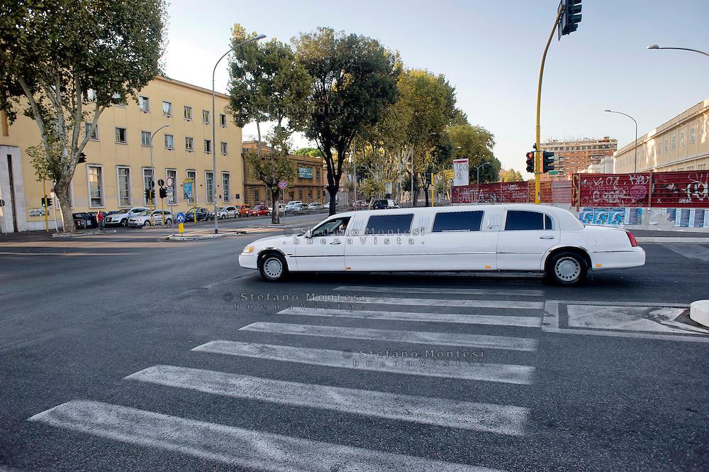 Roma 28 Agosto 2014<br /> Quartiere Ostiense, una limousine in  via Ostiense