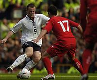 Fotball<br /> VM-kvalifisering<br /> 09.10.2004<br /> Foto: BPI/Digitalsport<br /> NORWAY ONLY<br /> <br /> England v Wales<br /> <br /> Wayne Rooney takes on Jason Koumas in midfield